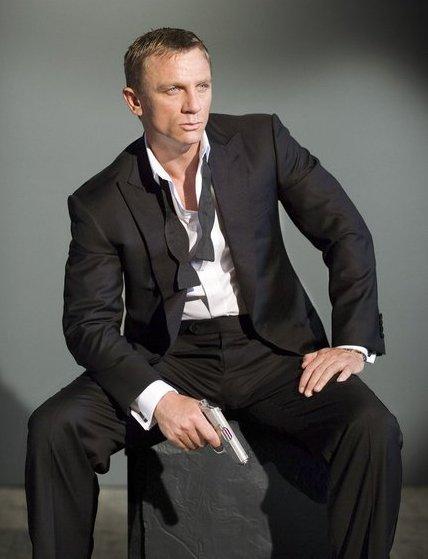 live like james bond 007 black watch. Black Bedroom Furniture Sets. Home Design Ideas