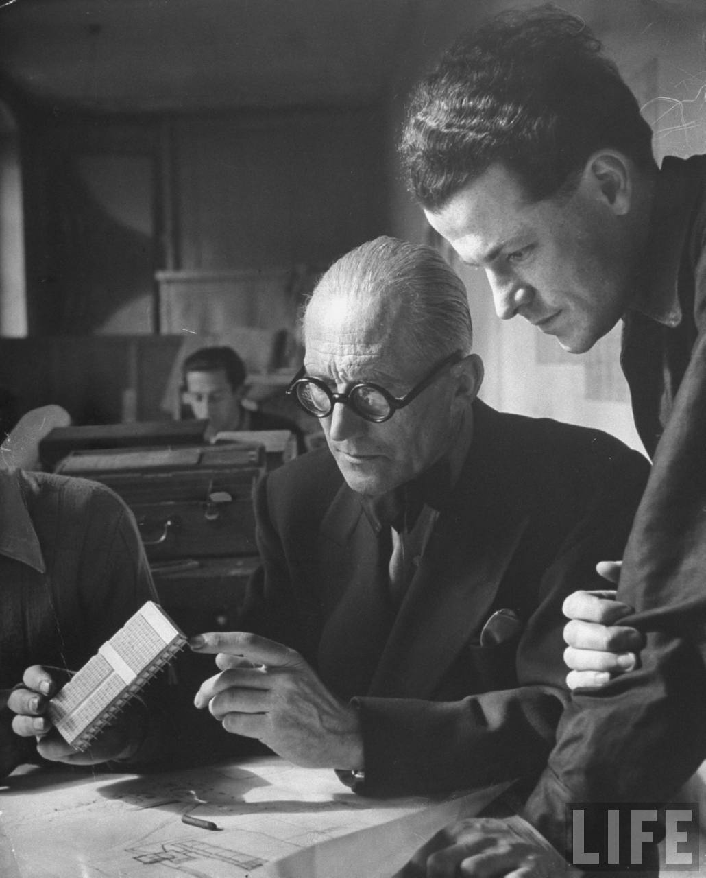 the life and times of le corbusier Après le cubisme was a novel that served as a le corbusier's still life contains round shapes to stress the importance the spirit of our time de stijl.