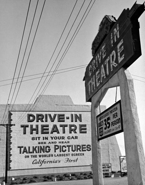 Sign for the world's largest screen at entrance to DRIVE-IN THEATRE/ admission 35 cents a person --ca. 1938.